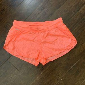 Lolë Shorts